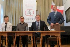 Dyskusja panelowa z udziałem opozycjonistów Ryhor Astapienia, Juraś Lichtarowicz, Alaksandr Lahviniec