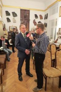 Mikołaj Iwanow podczas wywiadu